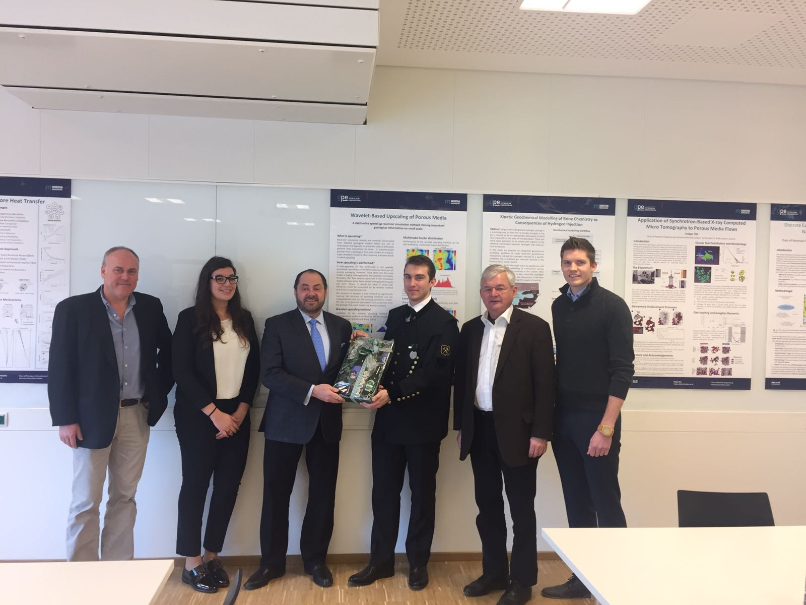 Department tour: Sepp Steinlechner, Ines Smaoui, Darcy Spady, Florian Gamperl, Prof. Herbert Hofstätter, Georg Ripperger (from left to right) in the Production Engineering Master Class